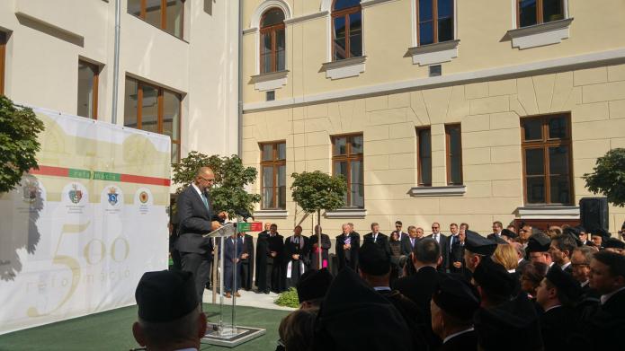 Az egybegyűlteket köszönti Kelemen Hunor, az RMDSZ elnöke