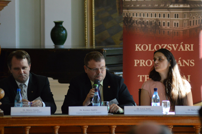 Az asztalnál Balla Ibolya, Lévai Attila és Korányi András