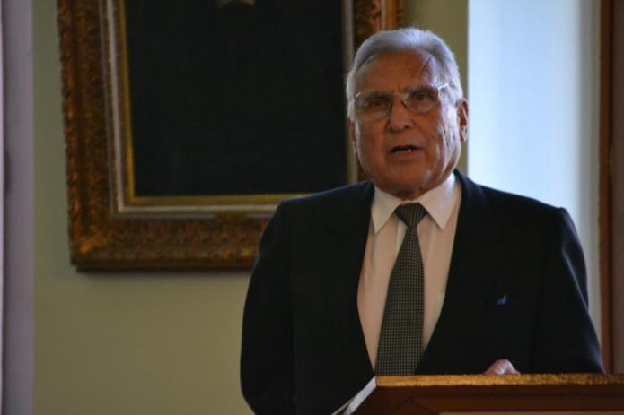 Az 50-60 éve végzett lelkipásztorok nevében Székely József mond beszédet