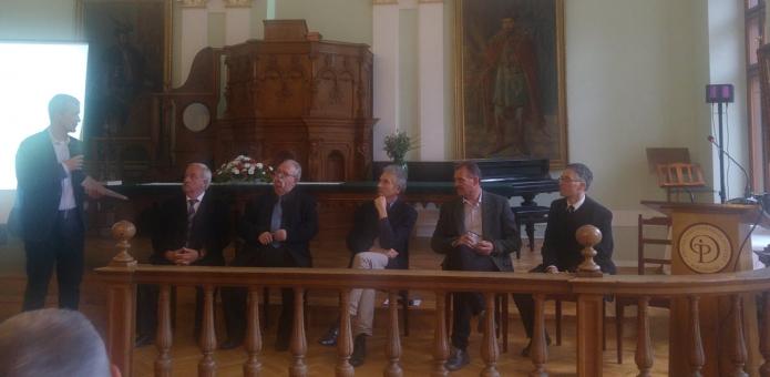 A fórumbeszélgetés résztvevői