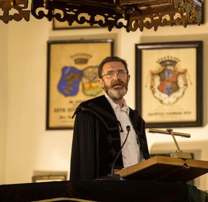 Liturgiai szolgálatot végez Buzogány Dezső, a végzős évfolyam felelőse