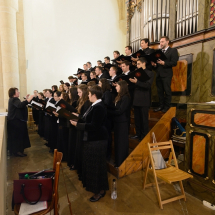 A KPTI vegyeskara énekel az Intézet által szervezett Reformációi emlékév konferenciáján