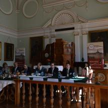 A kárpát-medencei toeológiai intézmények képviselői a kerekasztal beszélgetés résztvevői
