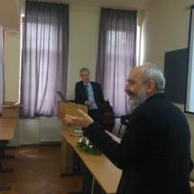 Henk de Roest az empirikus kutatásról tart előadást