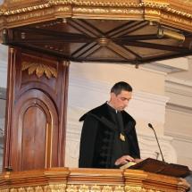 Kató Szabolcs liturgiai szolgálatot végez